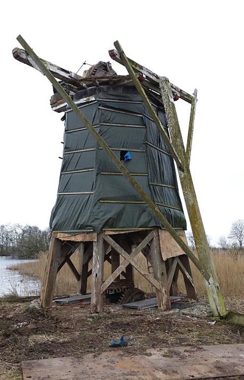 De Mearmin / Geestmermeermolen, Dokkum, Het restant van de molen, kort voordat hij voor de restauratie is weggehaald. <br> Foto: Syb Fennema (18-3-2014).