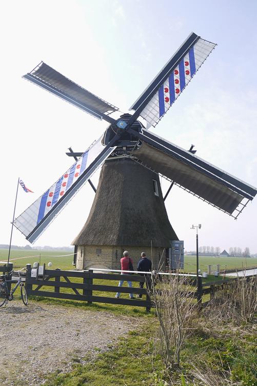 De Poelen, Dronrijp, De Puollen met Friese zeilen voor de Friese molenaarsdag.  Foto: Matthieu Hoogduin (29-3-2014).
