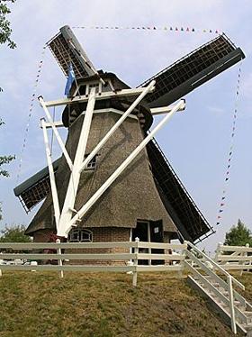 (grondzeiler), Makkum, Foto: W. Jans (22-7-2006).