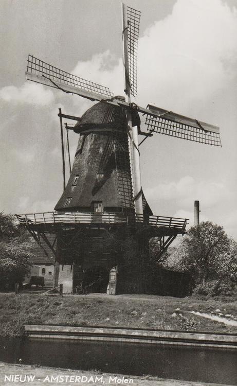 Nooitgedacht, Veenoord, De molen met het Van Bussel-systeem. Foto n.n. (datum onbekend), coll. Aroe Hoek.