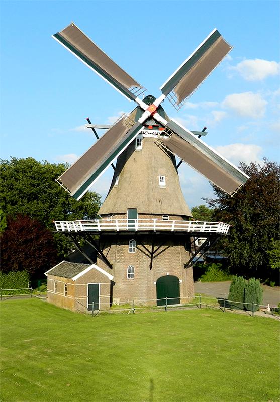 De Arend, Coevorden, De molen met de nieuwe, originele kleuren van vóór 1937Foto: Vincent Mepschen (21-07-2015)