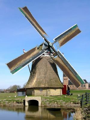 De Victor, Wanswerd, De wateruitloop is hersteld. Ten opzichte van de oorspronkelijke vorm zijn de vleugels verwijderd, maar die zijn later weer terug gekomen.  Foto: S. de Jong (15-4-2006).