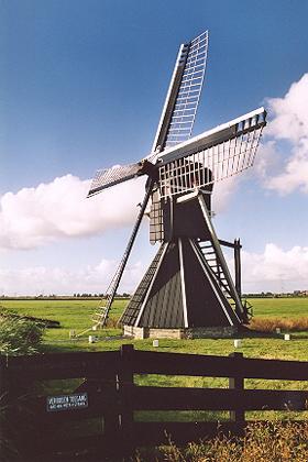 Mellemolen, vh. Polslootpoldermolen, Akkrum, Foto: Hans van der Wel (24-9-2004).
