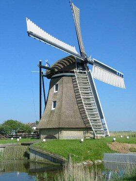 De Cornwerdermolen, Cornwerd, Foto: Willem Jans (17-5-2004).