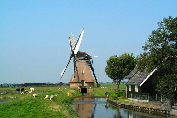 De Huinsermolen, Húns (Huins), Foto: Jan van der Molen (9-9-2005).