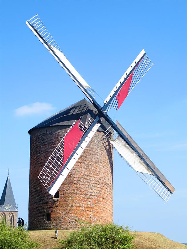 Grafelijke Korenmolen, Zeddam, Foto: Piet Glasbergen (6-10-2013).