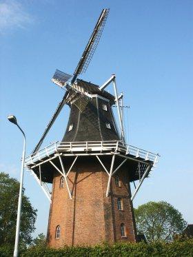 Molen Dijkstra, Winschoten, Foto: Jan van der Molen (10-5-2003).