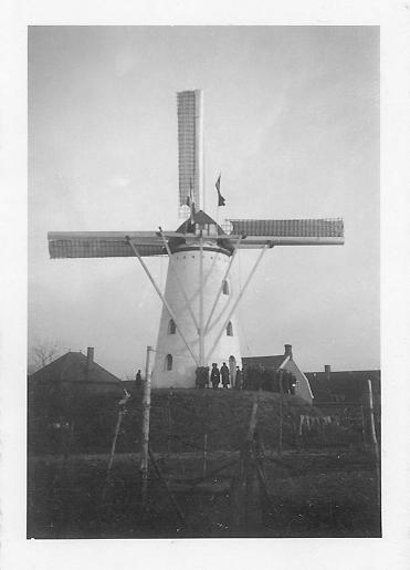 Aalstermolen, Aalst, De molen in de dertiger jaren tijdens de feestelijke opening, ongetwijfeld in 1936.  Foto: ? (verzameling Ton Meesters).
