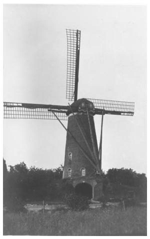 Annemie, Eindhoven-Acht, Prachtige oude opname. De molen is hier nog in bedrijf.  Foto: Ir. W. Voerman (jaartal niet bekend bij de redactie).