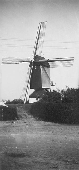 (standerdmolen), Boekel, Opname uit de jaren dertig.  Foto: ? (verzameling Ton Meesters).