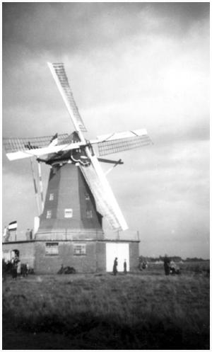 Janzona, Budel, Foto: ? (verzameling Ton Meesters).  De molen tijdens de opening in 1937.