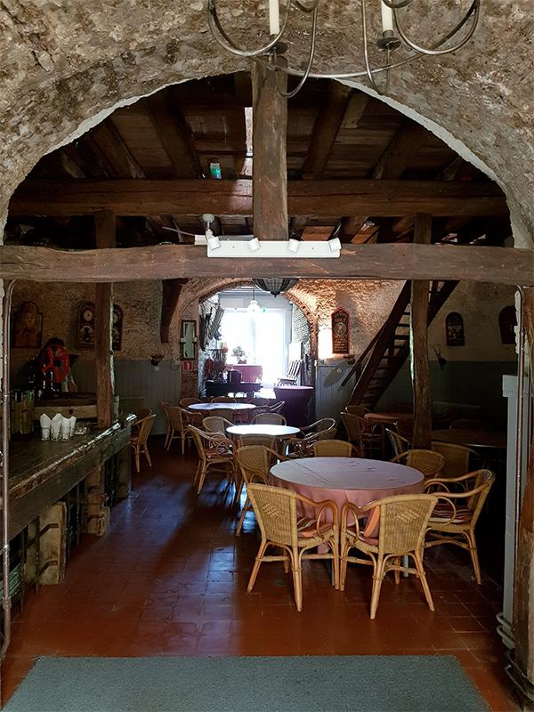 Hertogin van Brabant, Drunen, Foto: Tony Hop (8-10-2016)De steenzolder met één van de twee incomplete koppels stenen. Het is de bedoeling dat de molen dit najaar/voorjaar 2017 in de tweede fase van de restauratie weer maalvaardig wordt gemaakt.