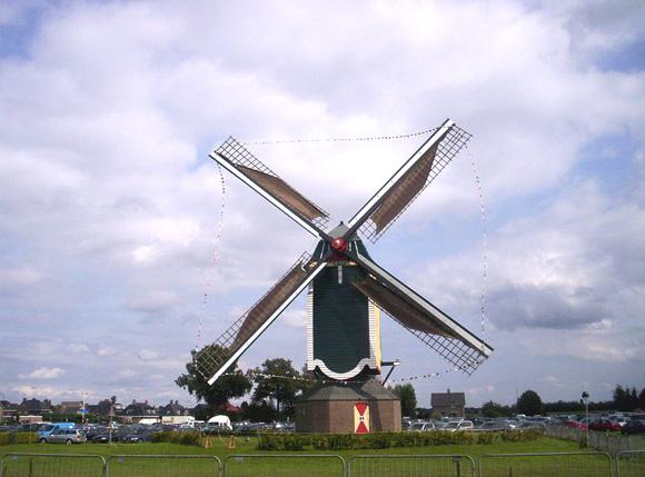 De Vlijt, Geffen, De Vlijt tijdens een jaarlijks Geffens feest.  Foto: Jeroen van Boxmeer (25-7-2007).