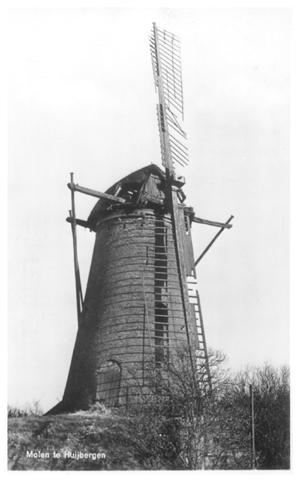 Johanna, Huijbergen, 1967. De molen op het dieptepunt: intens verval, kort voor de grote restauratie. (verzameling Ton Meesters).
