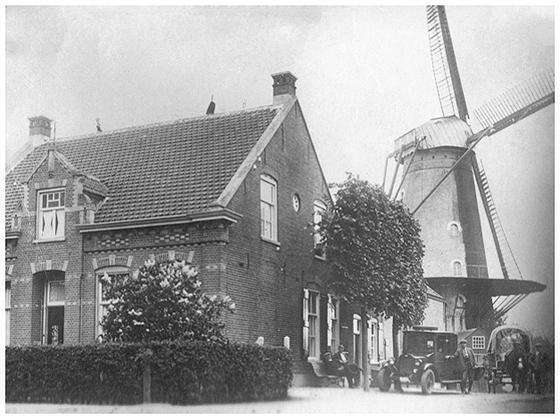De Eendragt, Kaatsheuvel, Foto: ± 1925 (verzameling Ton Meesters).  De molen heeft hier op één roede zelfzwichting.