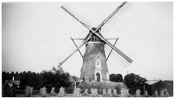 De Leest, Lieshout, Molen De Leest in 1940.  Foto: n.n. (verzameling Ton Meesters).