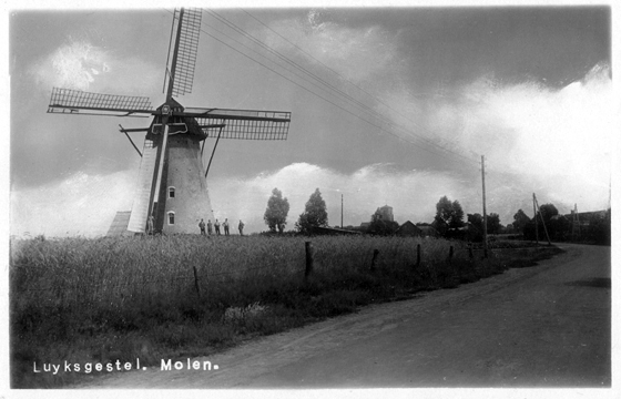 De Deen, Luyksgestel, Opname uit ca. 1935 van een nog volop malende molen.  Foto: n.b. (verzameling Ton Meesters).