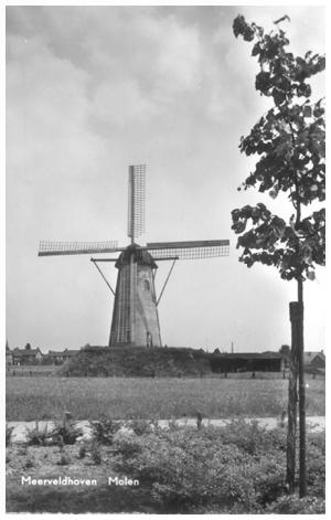 De Adriaan, Meerveldhoven, Omstreeks 1955 stond De Adriaan er zo bij.  Foto: n.n. (verzameling Ton Meesters).