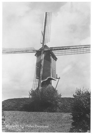(standerdmolen), Mierlo,  De molen in 1958.  Foto: verzameling Ton Meesters.