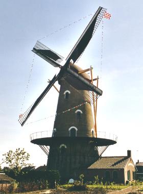 Onvermoeid / Kerkhovense Molen, Oisterwijk, Foto: Bart Mols (juni 2001)