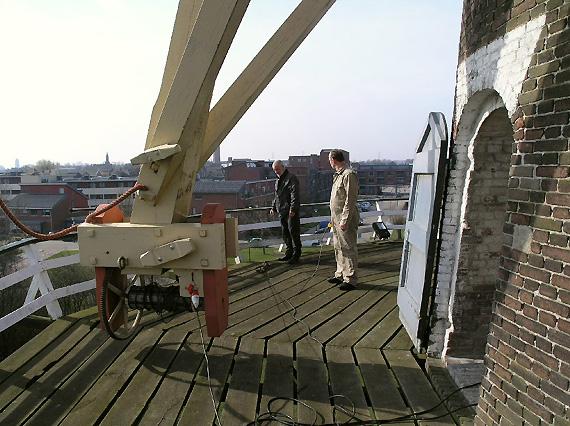 De Onvermoeide, Raamsdonksveer, Kruien met gebruik van elektriciteit.  Foto: Willem Jans (20-3-2005).