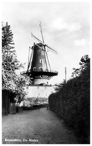 De Nijverheid / v.h.De Raaf, Ravenstein, Foto: ± 1944. (verzameling Ton Meesters).
