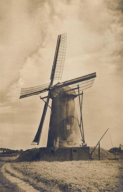 Aan de Pegstukken, Schijndel, Oude foto van de molen, nog landelijk gelegen!  Foto n.n., ingezonden door Martin E. van Doornik.