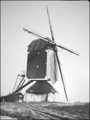 Den Evert, Someren, De molen op de oorspronkelijke standplaats bij Sluis XI rond 1937.  Foto: verzameling Rob Pols.