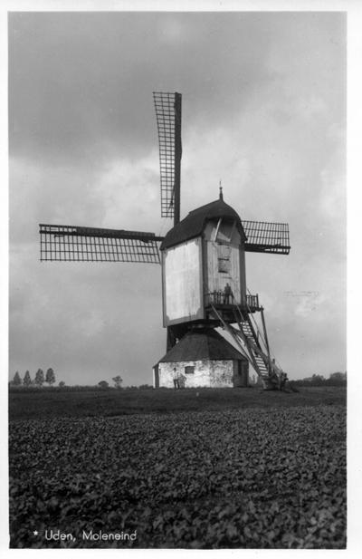 Molen van Jetten, Uden, Foto: ? (verzameling Ton Meesters). De standerdmolen van Uden in vroeger tijden (zie tekst). Let op de nog vrije windvang en het brede hekwerk van het wiekenkruis!