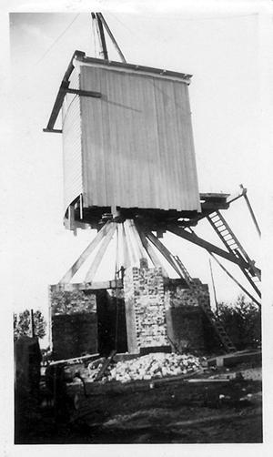 De Neije Kreiter, Volkel, De verbrande voorganger, vermoedelijk tijdens de bouw in 1935  Foto: ? (verzameling Ton Meesters).