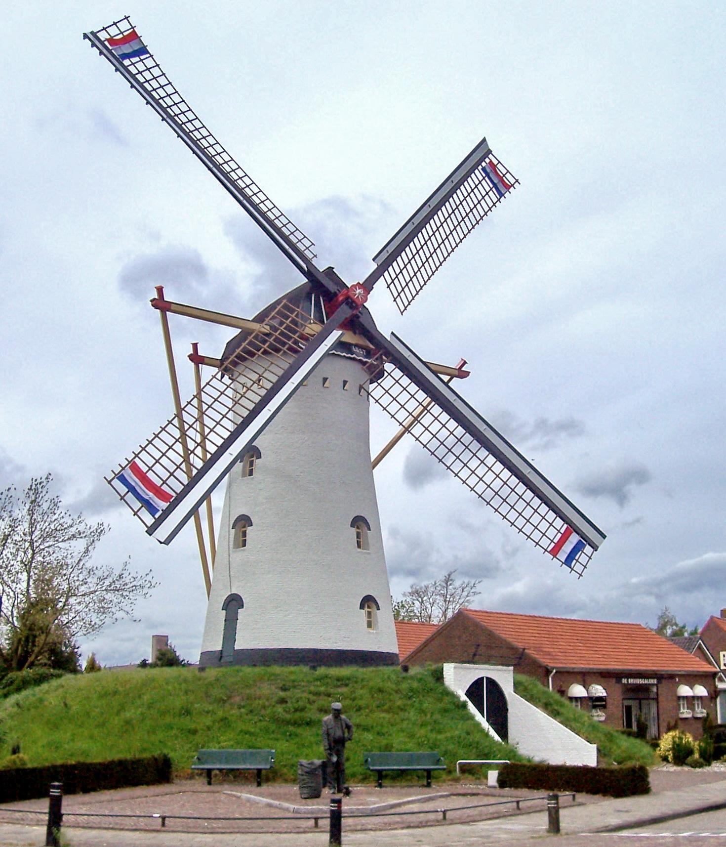 Windlust, Vorstenbosch, De molen draaiend na de recente herstelbeurt.  Foto: Frank Geenen (30-4-2008).