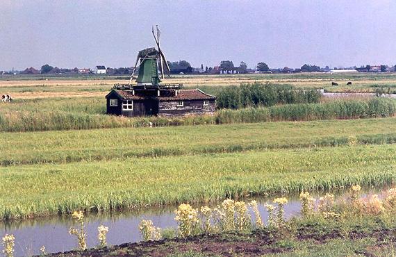 De Windjager, Oostzaan, Het molentje in 1969.  Foto: Jan Westerlaken.