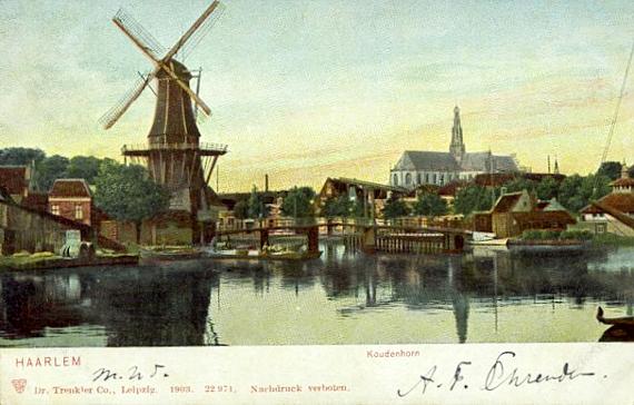 De Adriaan, Haarlem, Mooi plaatje van de originele Adriaan, met op de achtergrond de St.-Bavokerk.  Foto: n.b. (verzameling Rob Pols).