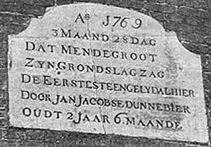 De Groot / Molen van Piet, Alkmaar, Foto van de gevelsteen uit de jaren '90 van de vorige eeuw.  Foto: collectie Cees Piet.