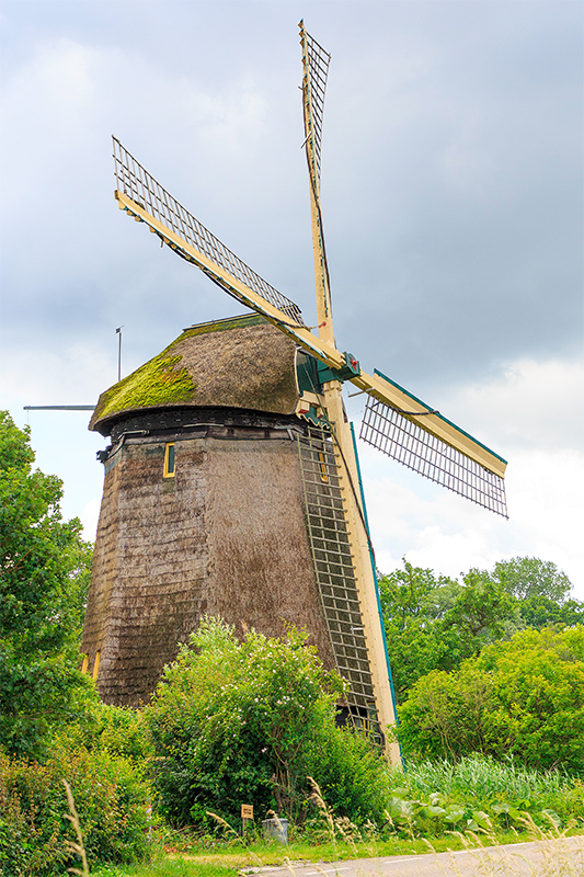 Gabriël / Voorste Molen, Kortenhoef, De molen is weer voorzien van een buitenroede.Foto: Martin E. van Doornik (2-4-2016)