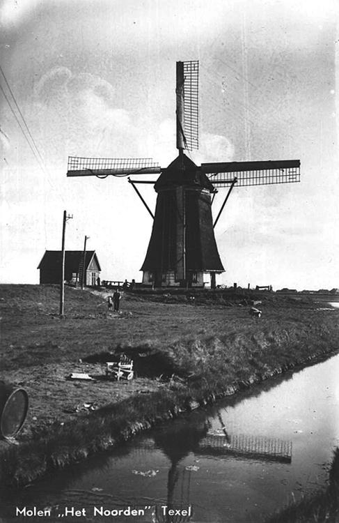 Het Noorden, Oosterend, Oude foto uit de tijd dat de molen was voorzien van het Dekkersysteem.  Foto ? (verzameling Rob Pols).