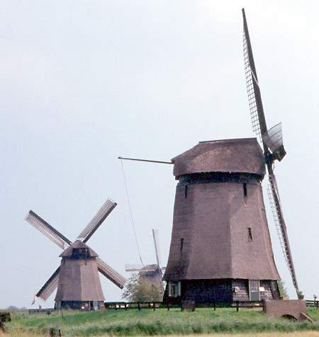 Ondermolen C, Schermerhorn, Ondermolens C, D en Bovenmolen E  Foto: Willem Jans (30-9-2001).