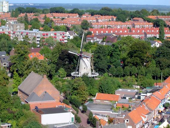 Binnenmolen, Rhenen, De Binnenmolen gezien vanaf de Cuneratoren.  Foto: André  Roks (13-9-2003).
