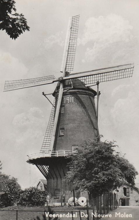 De Nieuwe Molen, Veenendaal, De Nieuwe Molen tussen 1954 en 1968 met het Van Bussel-systeem en remkleppen.  Ansichtkaart (ca. 1960), coll. Arie Hoek.