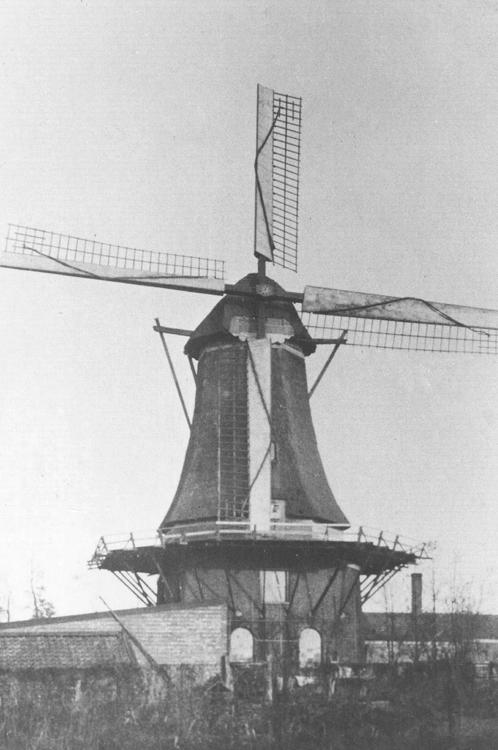 De Vriendschap, Veenendaal, Molen De Vriendschap, nog met het systeem Dekker.  Datum foto na 1933, ingezonden door Arie Hoek.