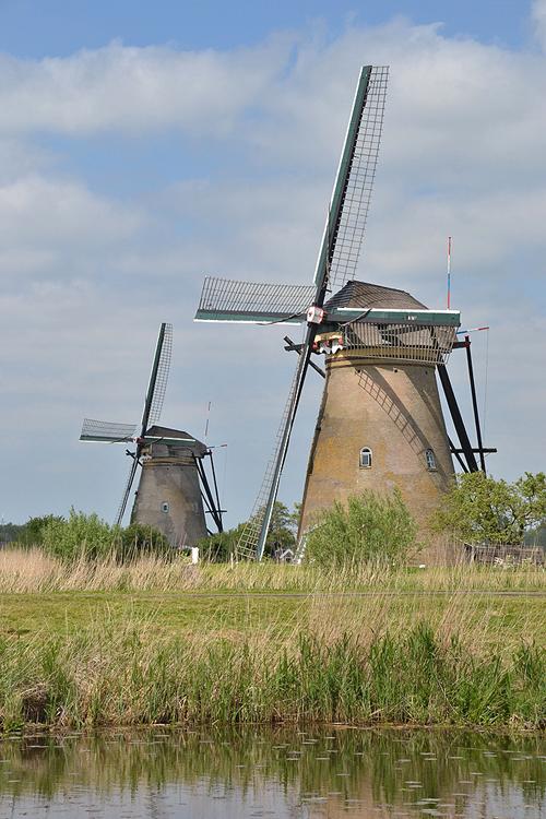 Nederwaard Molen No.4, Kinderdijk, De Nederwaard No. 4, met daarachter Nederwaard No. 3.  Foto: Rob Pols (15-5-2015).