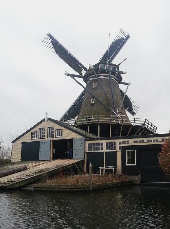 De Herder, Leiden, De Herder, draaiend op het zuiden.  Foto: Joram Wijling (23-12-2013).