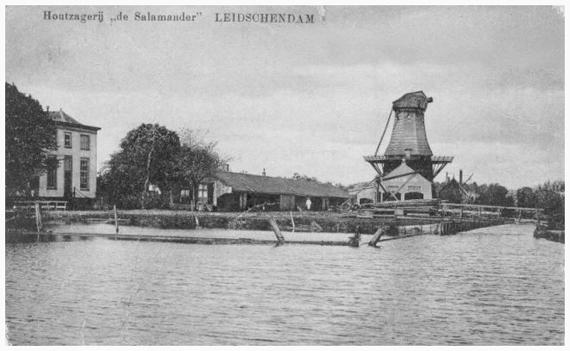 De Salamander, Leidschendam, De onttakelde Salamander in 1915.  Foto: n.b. (verzameling Rob Pols).