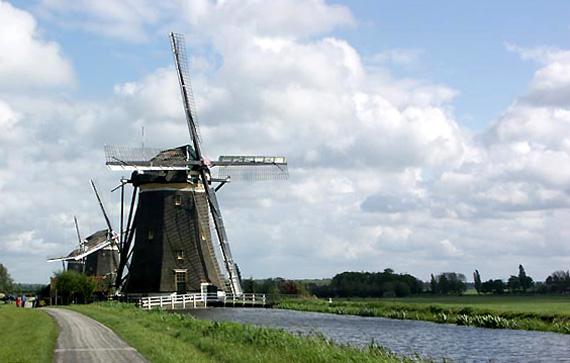 Bovenmolen (van de Driemanspolder), Leidschendam, De driegang vol in bedrijf.  Foto: Nancy Middelkoop (7-5-2005).