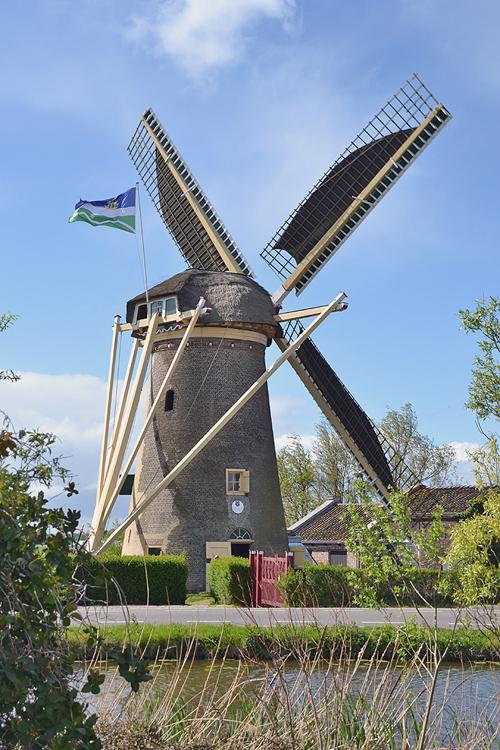 De Drie Lelies, Maasland, Foto: Rob Pols (18-4-2014).