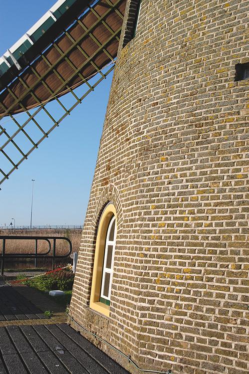 De Wippersmolen, Maassluis, De zogenaamde plattezij in de romp.  Foto: Rob Pols (9-4-2011).