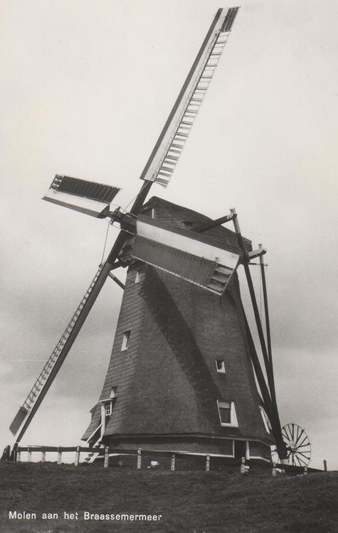 De Geestmolen, Rijnsaterwoude, Een bijzondere foto van de Geestmolen met Dekkerwieken en zelfzwichting!  Foto: n.n. (1955), coll.: Arie Hoek.