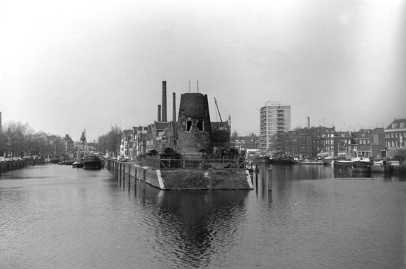 De Distilleerketel, Rotterdam-Delfshaven, Foto: A.C. Rottier (ca. 1970).