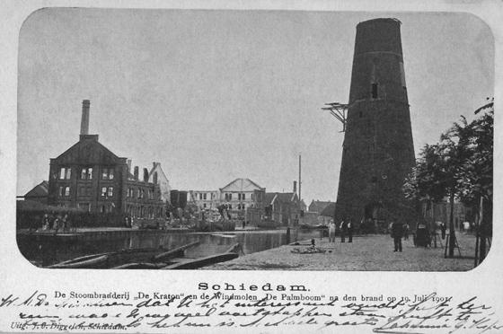 De Nieuwe Palmboom, Schiedam, De uitgebrande Palmboom, een dag na de brand van 19 juli 1901.  Foto: J. van Diggelen. (met dank aan Frans Kroon).