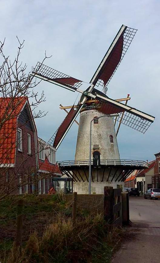 Korenlust, Stellendam, Foto: Tim Grootenboer (30-12-1015), die schrijft: 'Draaien met twee halve en twee hoge lijnen'